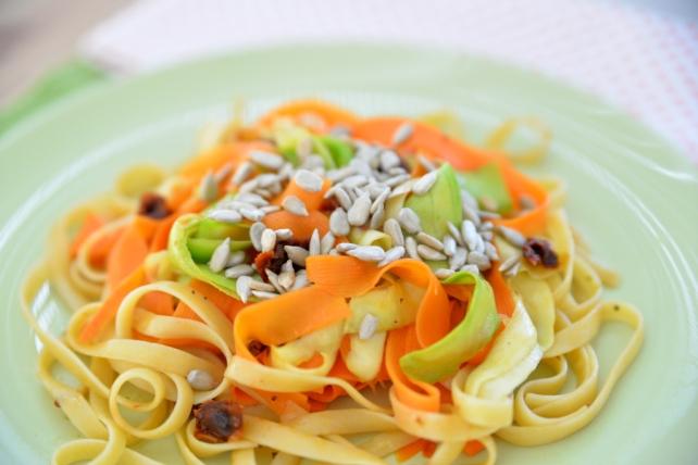tagliatelle z marchewka cukinia i suszonymi pomidorami (5)