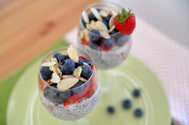 pudding z owocami i nasionami chia (1)