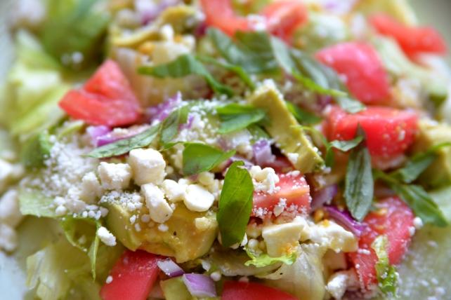 sałatka z awokado, pomidorami, fetą (5)