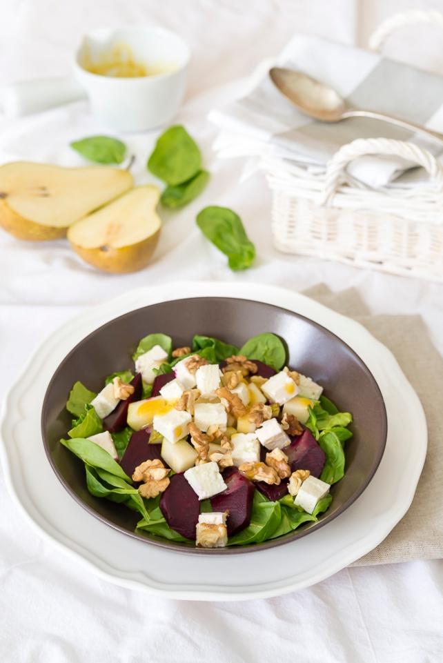 salatka z buraczkiem i gruszka