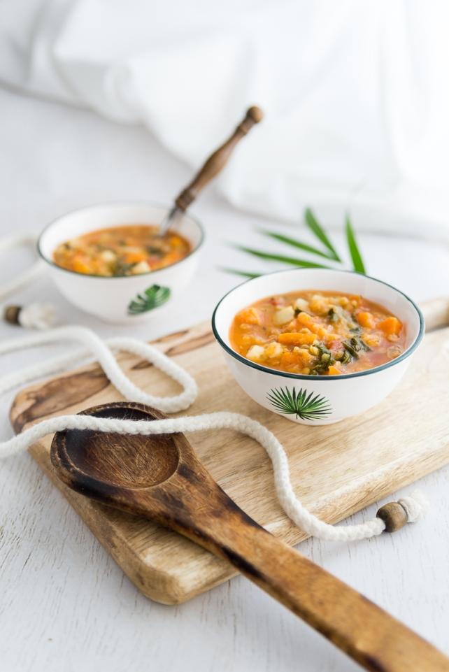 Zupa ziemniaczana z soczewicą i szpinakiem